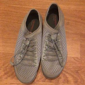 Merrill slip on tennis shoes 7.5